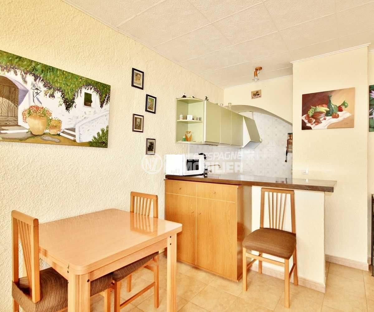 maison a vendre espagne costa brava, ref.3648, coin repas et cuisine américaine équipée