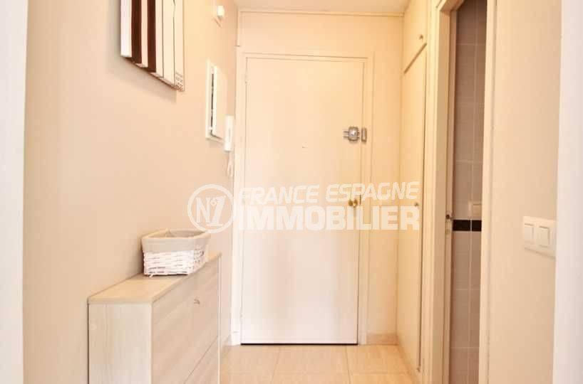 immo rosas: appartement ref.3644, hall d'entée avec placards