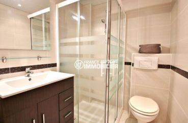 immobilier rosas: studio standing  ref.3644, salle d'eau avec cabine de douche, vasque avec rangements, wc