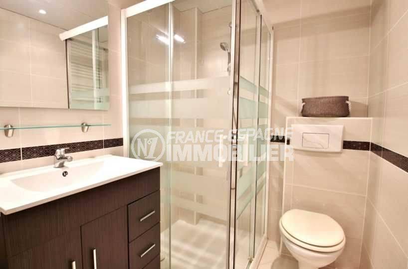 immobilier rosas: studio standing  ref.3644, salle d'eau & toilettes