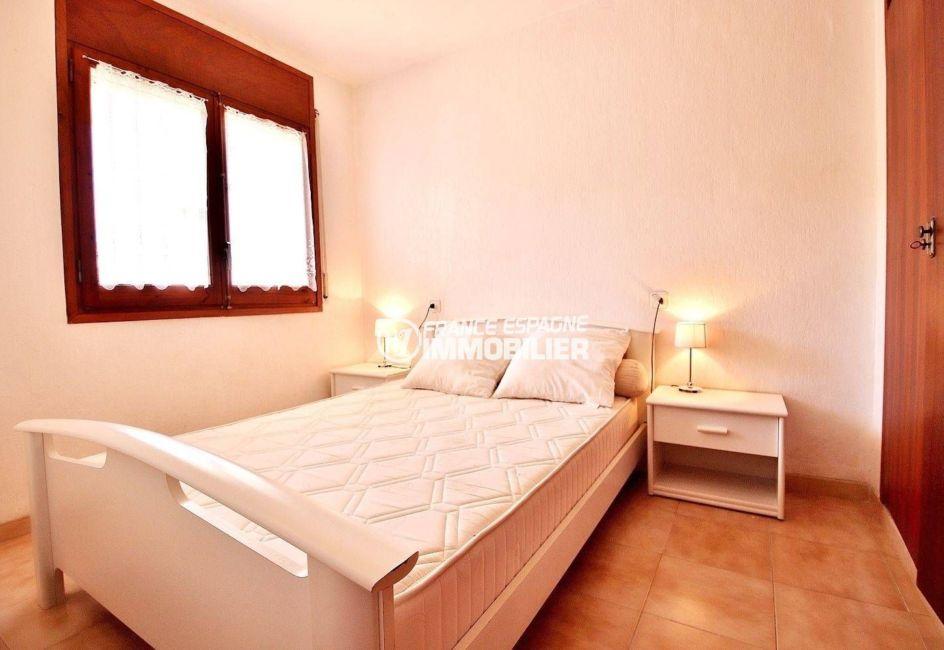 appartements a vendre a rosas, ref.3637, chambre avec lit double et placards