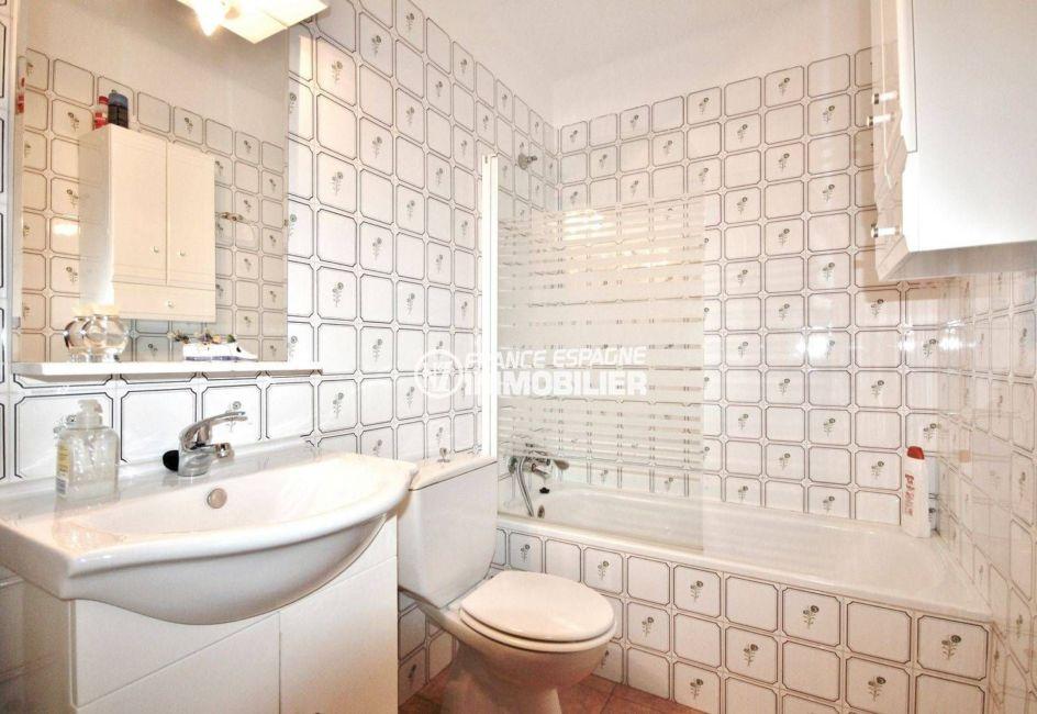 immobilier espagne pas cher: villa ref.3648, salle de bains avec wc, vasques et rangements