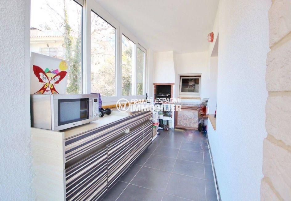immo roses espagne: appartement ref.3633, cuisine d'été aménagée, espace véranda