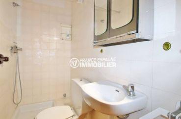 acheter appartement rosas, ref.3633, salle d'eau: cabine de douche, lavabo, wc