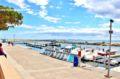 dans les environs, embarcadères pour visites de la baie de roses