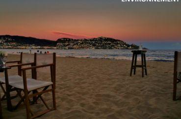 dans les environs à roses, aperçu du puig rom au couchant, depuis la plage de santa margarida