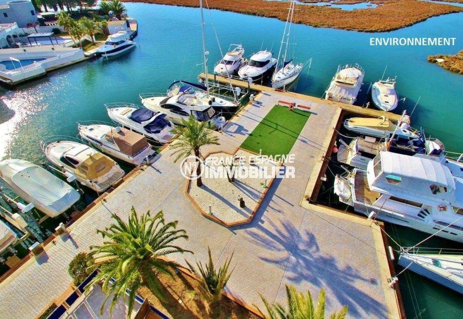 residence santa margarita, avec piscine le long du canal avec nombreuses amarres