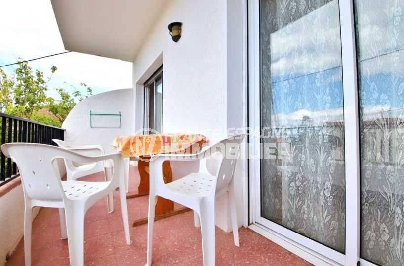 appartement a vendre rosas: grande terrasse, plage à 10 minutes