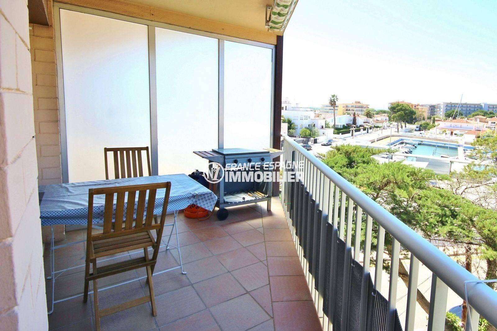immo roses: appartement ref.3671, secteur calme terrasse avec vue canal