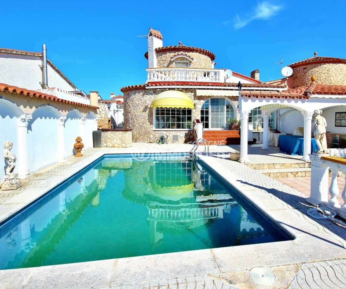 Immo center empuriabrava, N1 France Espagne vend villa 216 m², piscine & amarre