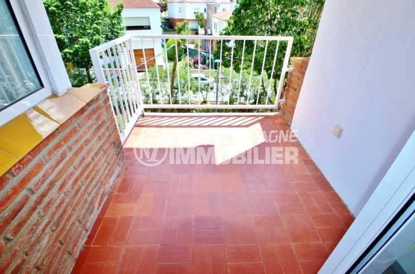 agence immo rosas: appartement ref.3679, aperçu du balcon accès salon