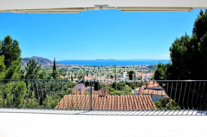 roses espagne, villa à Mas Fumats, grande terrasse vue mer