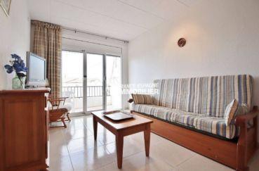 appartements à vendre à rosas, ref.3667, aperçu du salon avec accès sur la terrasse