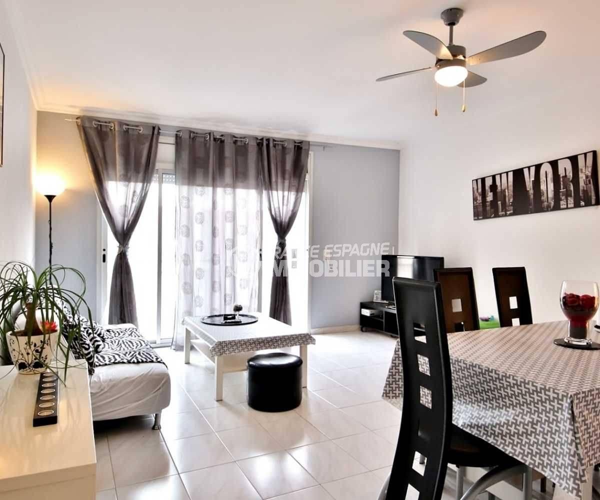 immobilier roses espagne: appartement ref.3664, terrasse, plage et commerces à 300 m
