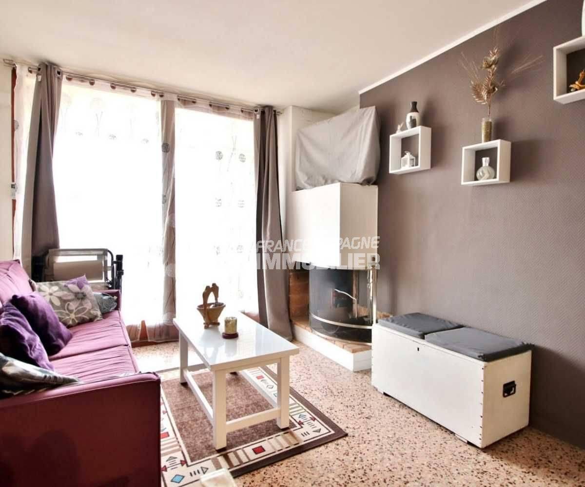 immo roses: appartement ref.3666, aperçu du séjour avec des rangements
