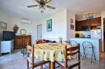 immo roses espagne: appartement ref.3671, coin repas vue sur la cuisine