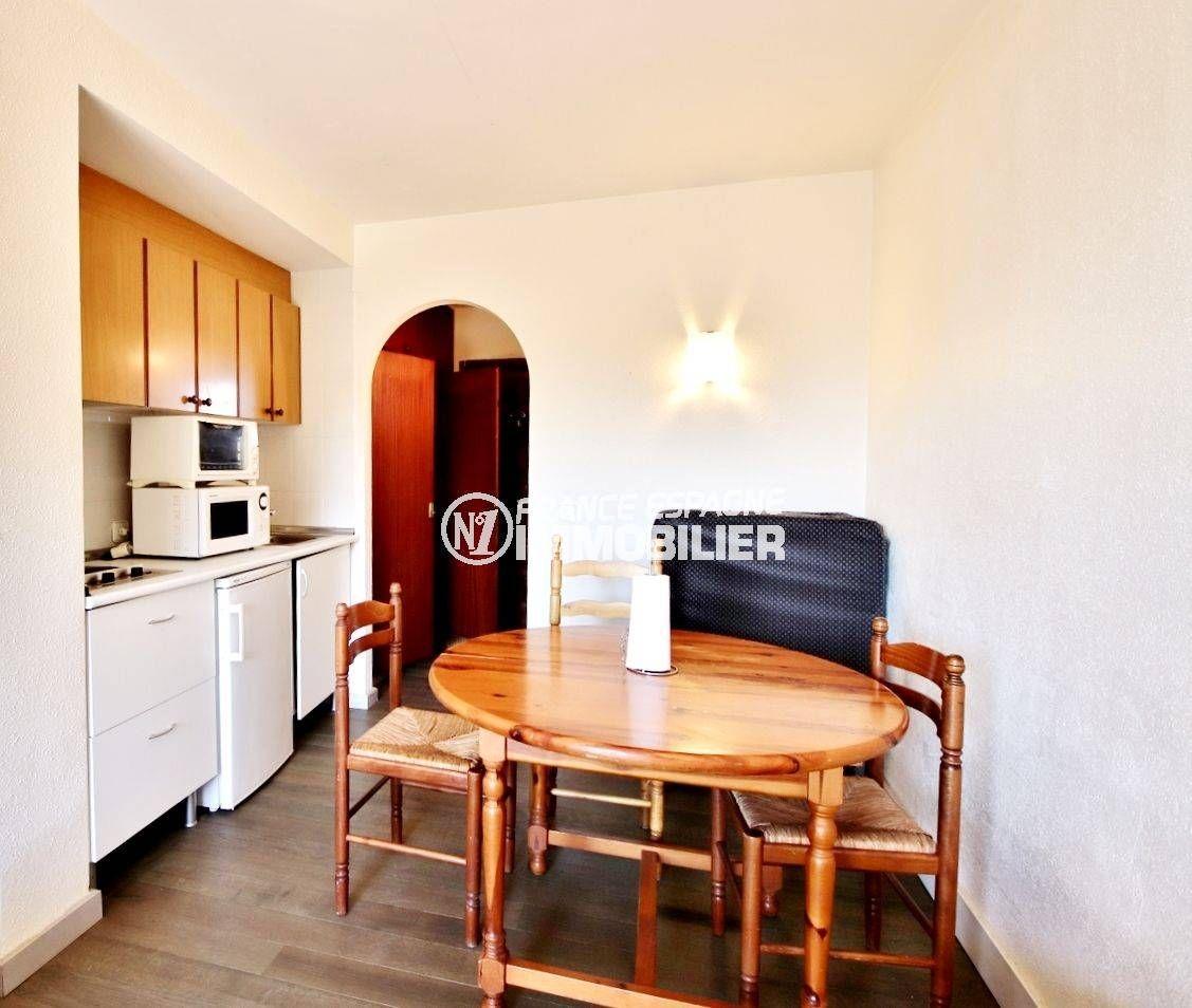 appartements a vendre a rosas, ref.3655, coin cuisine aménagé avec espace repas