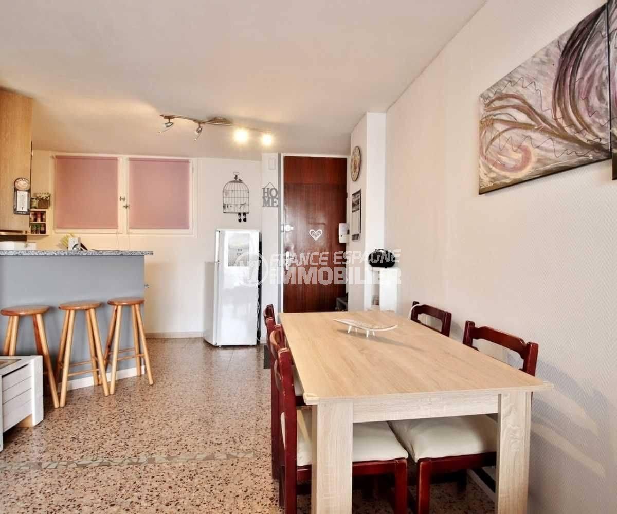 appartements a vendre a rosas, ref.3666, vue sur la salle à manger, le bar de la cuisine
