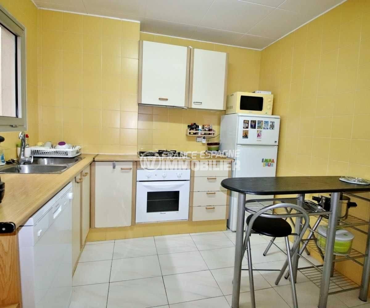 agence immobiliere roses, vend appartement 106 m² en centre ville, proche plage