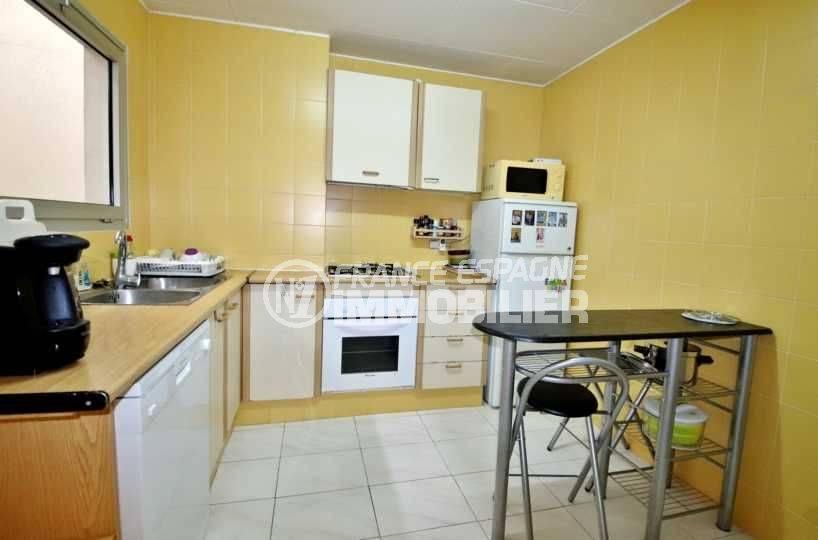 agence immobiliere roses, ref.3664, cuisine indépendante aménagée avec des rangements