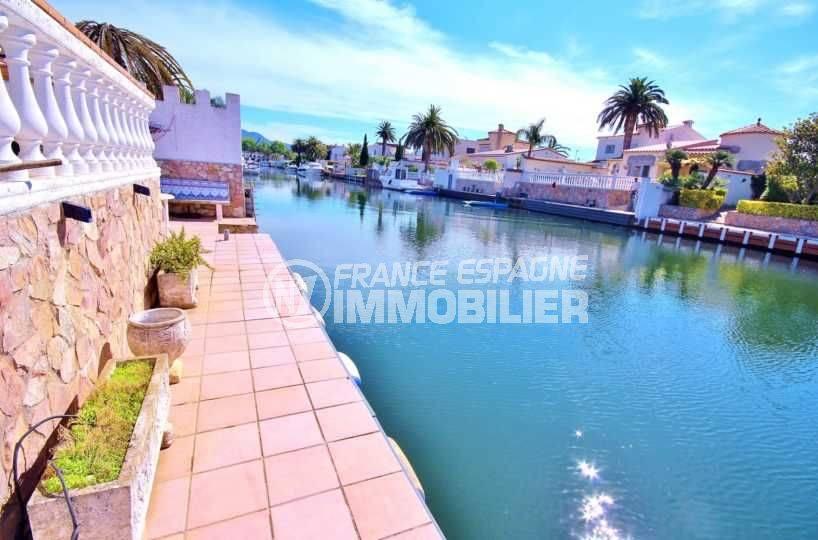 empuriabrava immobilier, N1 France Espagne vend villa 216 m², piscine & amarre