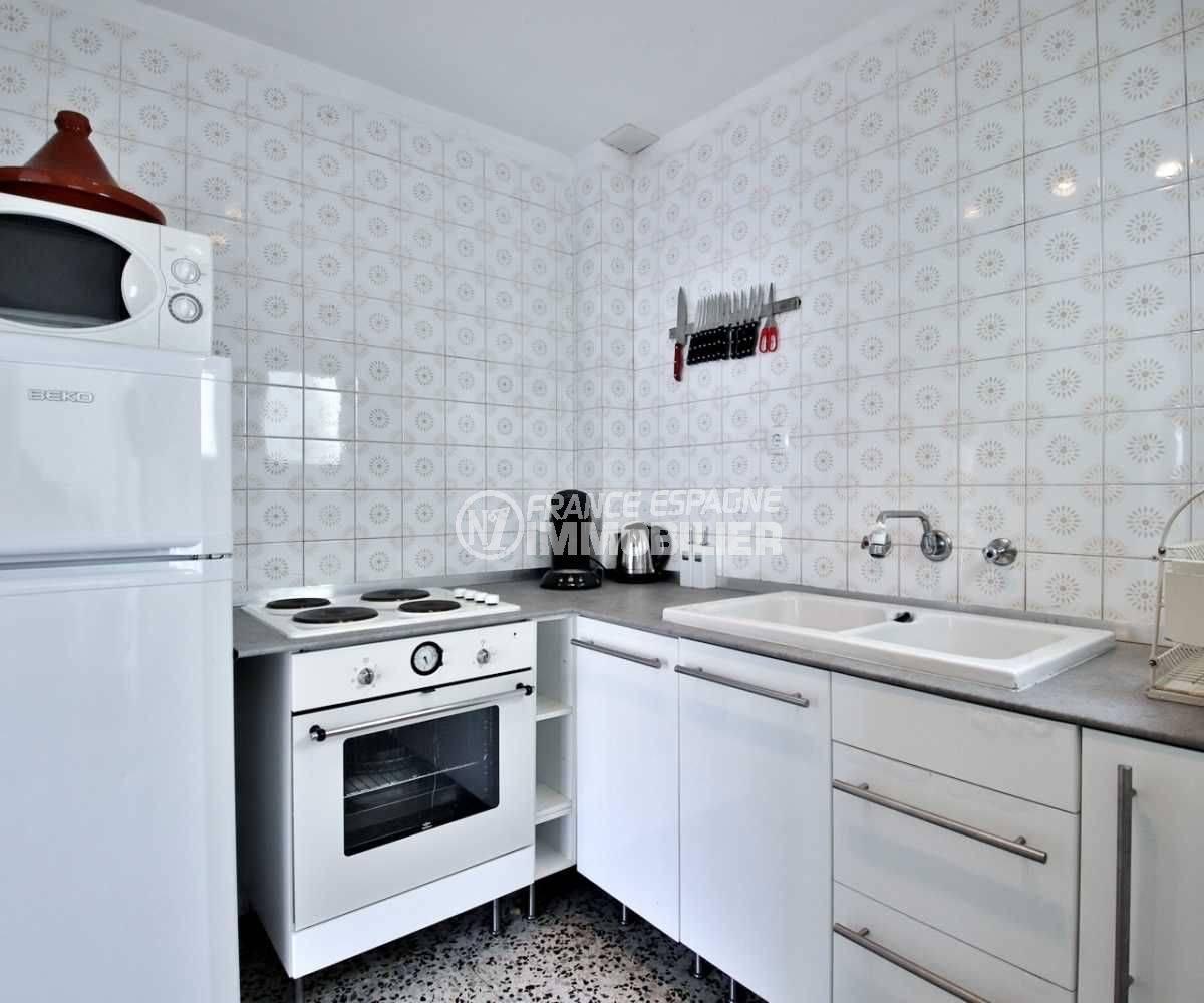 agence immobiliere rosas: appartement ref.3679, cuisine indépendante aménagée et cellier