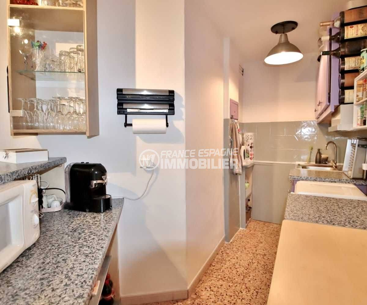 immo roses espagne: appartement ref.3666, cuisine américaine équipée et fonctionnelle
