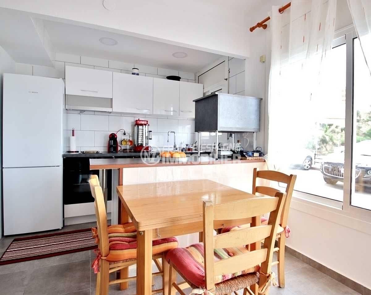 immobilier costa brava: appartement ref.3654, cuisine ouverte sur le salon
