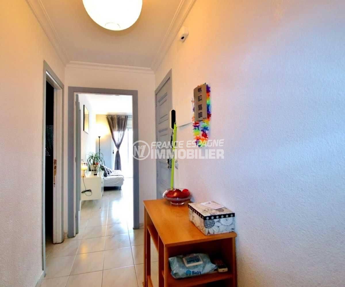 agence immobiliere rosas, ref.3664, vue sur le couloir qui dessert le salon