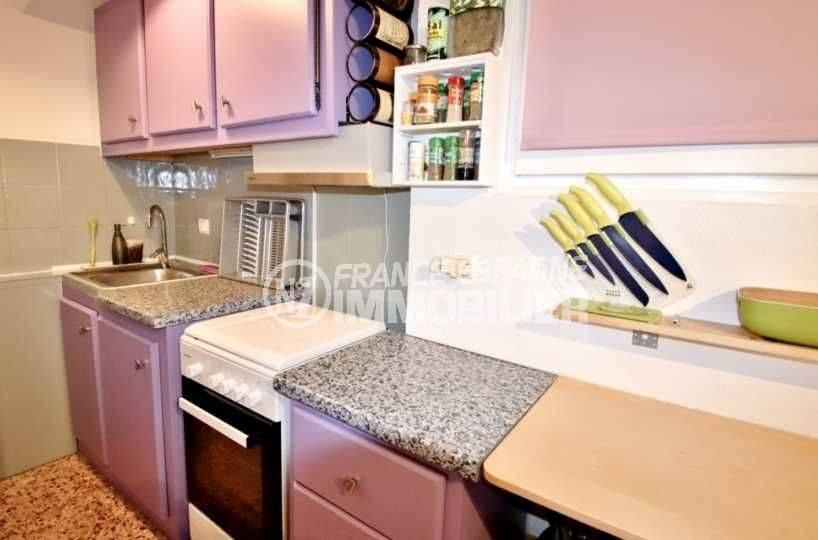 immobilier roses espagne: appartement ref.3666, la cuisine avec de nombreux rangements