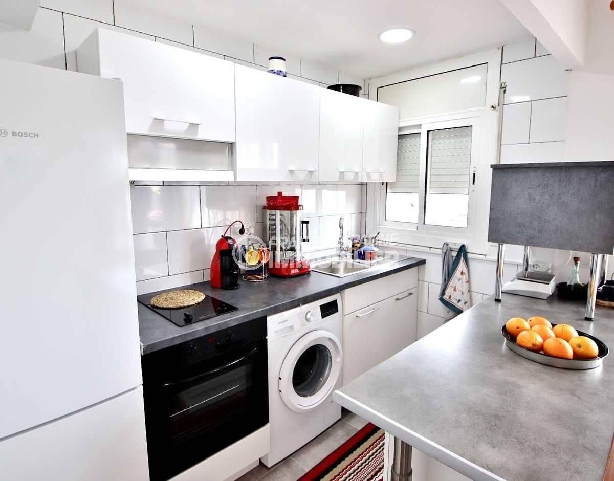 appartement roses, ref.3654, coin cuisine aménagée toute équipée avec bar