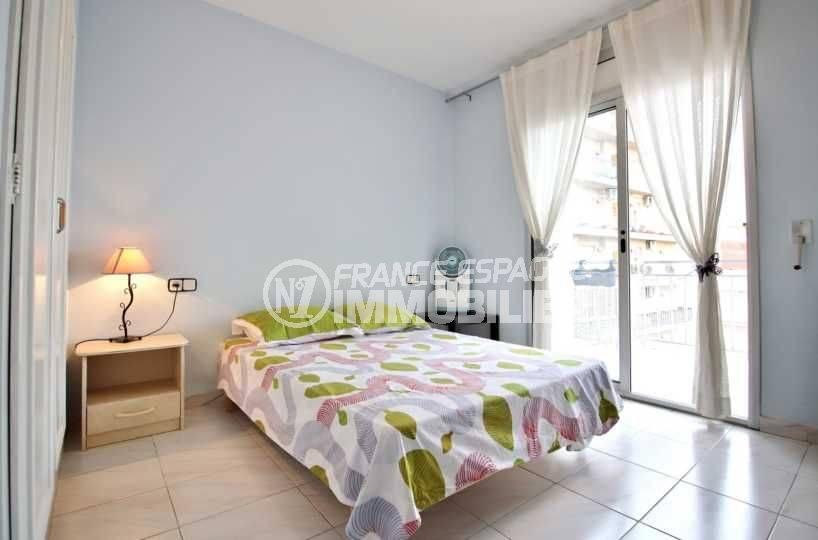 appartement a vendre a rosas, ref.3664, première chambre avec un lit double