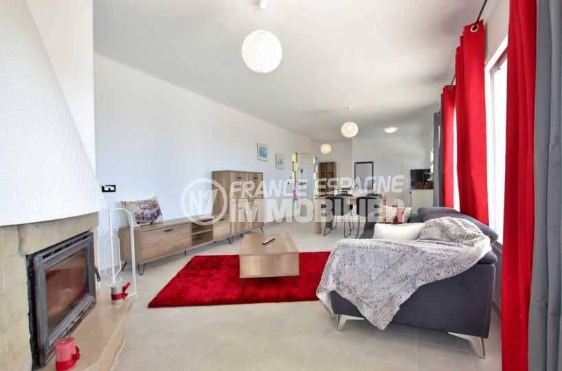 maison a vendre a rosas, ref.3512, salon / séjour avec cheminée et de nombreux rangements