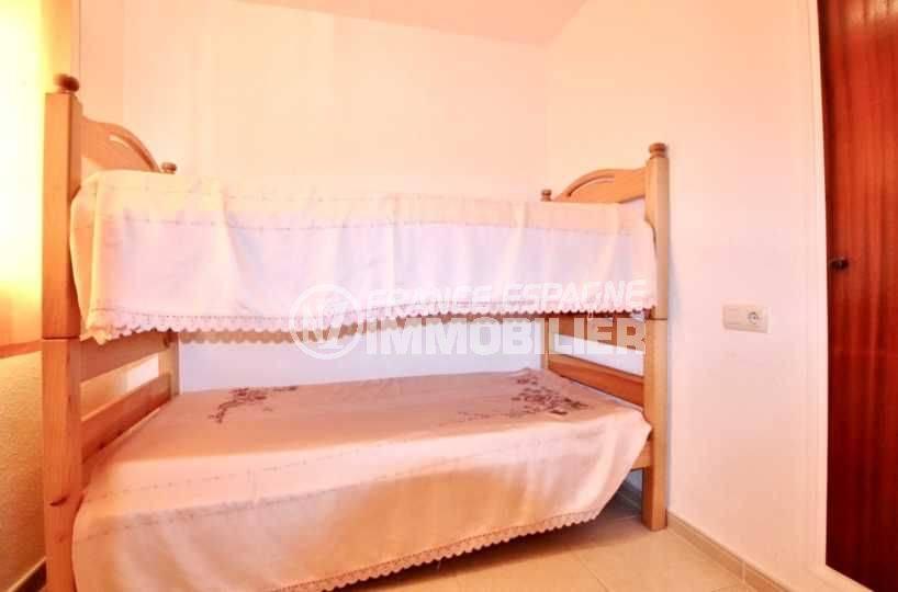 immo roses espagne: appartement ref.3667, deuxième chambre avec des lits superposés