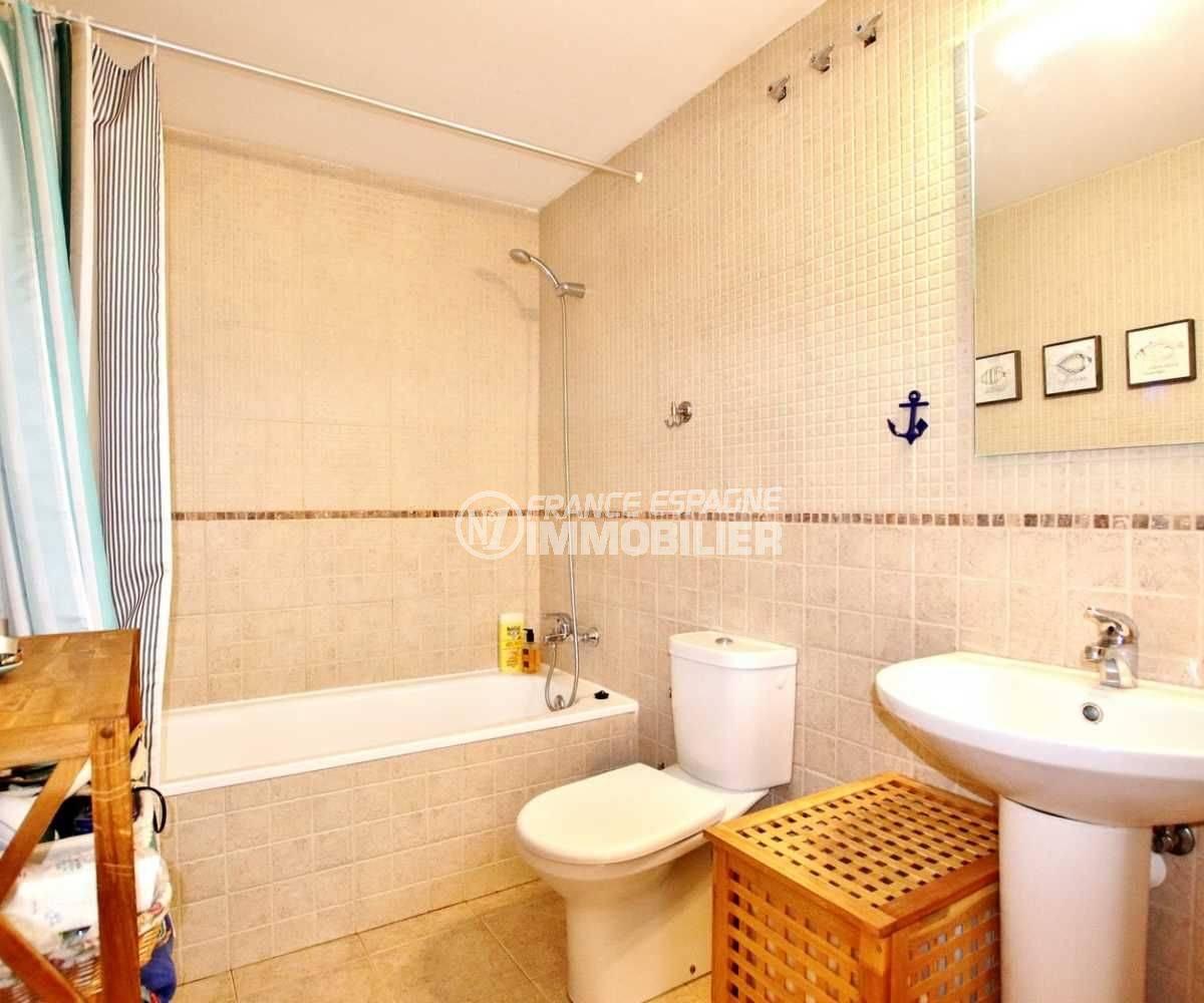 immobilier roses espagne: appartement ref.3665, salle de bains avec wc et rangements