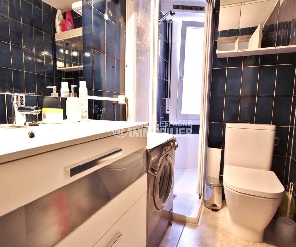 appartement costa brava, ref.3671, salle d'eau, cabine douche et wc