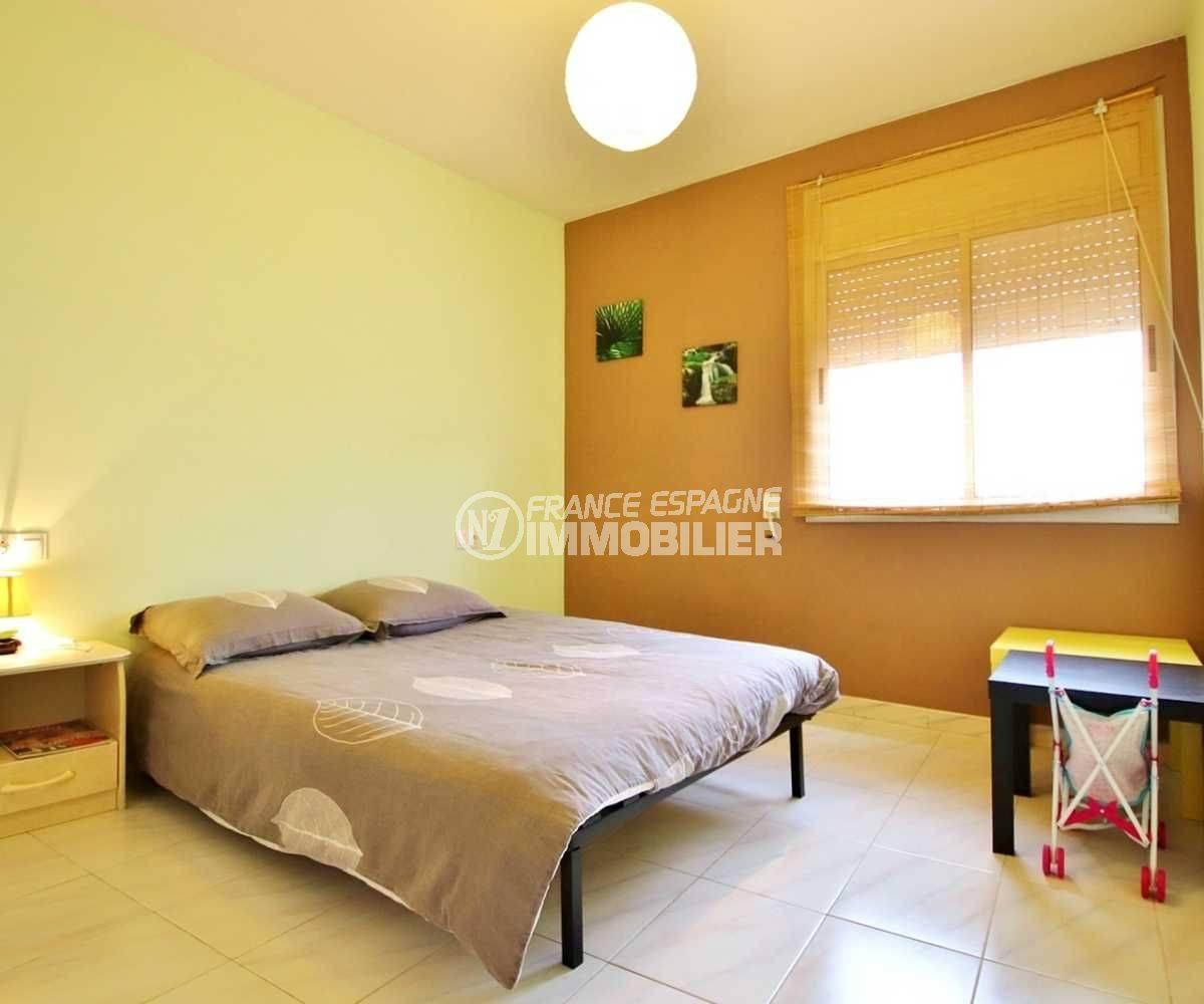 acheter appartement rosas, ref.3664, deuxième chambre avec un lit double