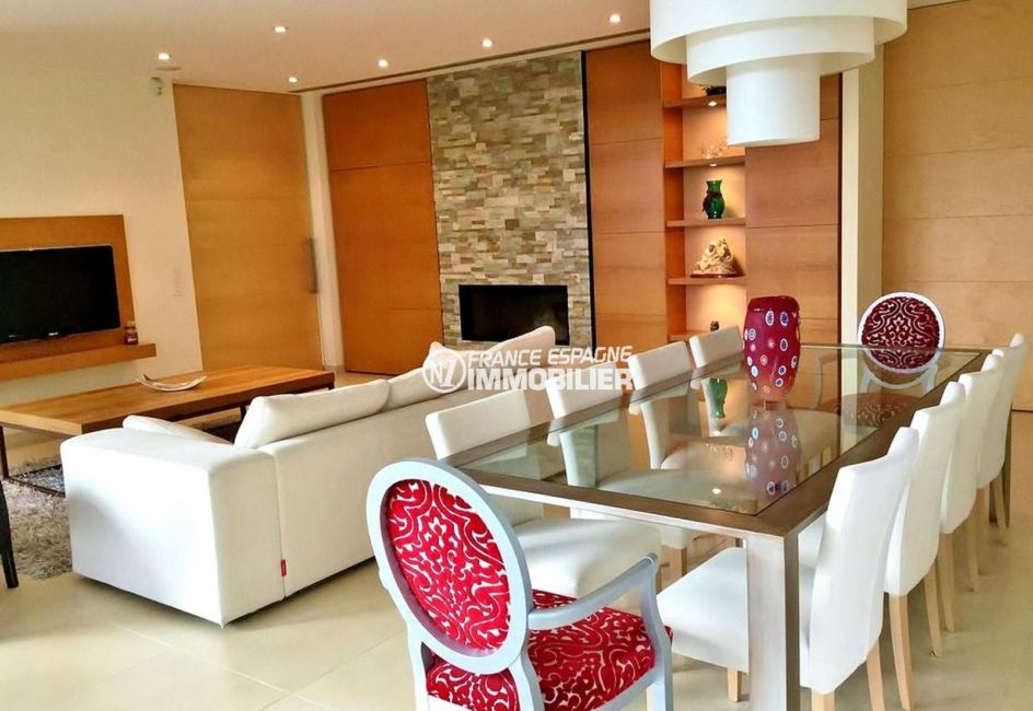 maison a vendre espagne bord de mer, ref.3682, salon / salle à manger avec belle cheminée