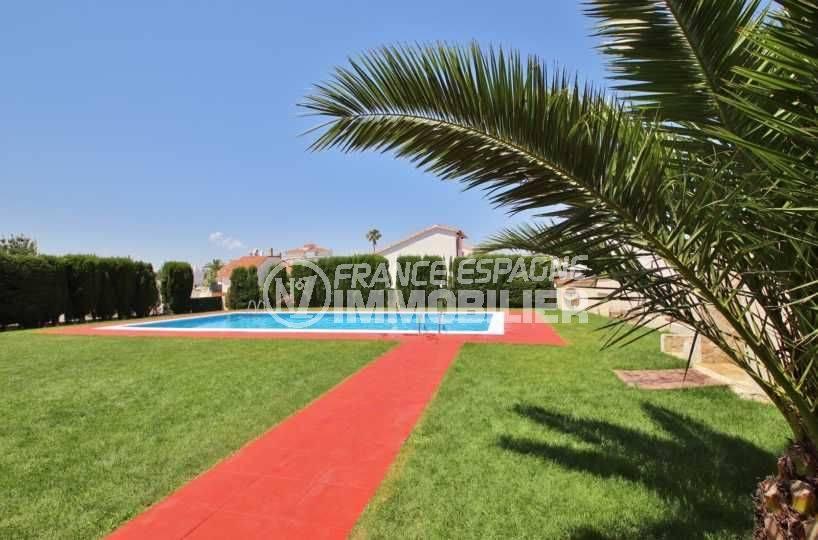 appartement à vendre à rosas espagne, ref.3666, aperçu du jardin et de la piscine commune