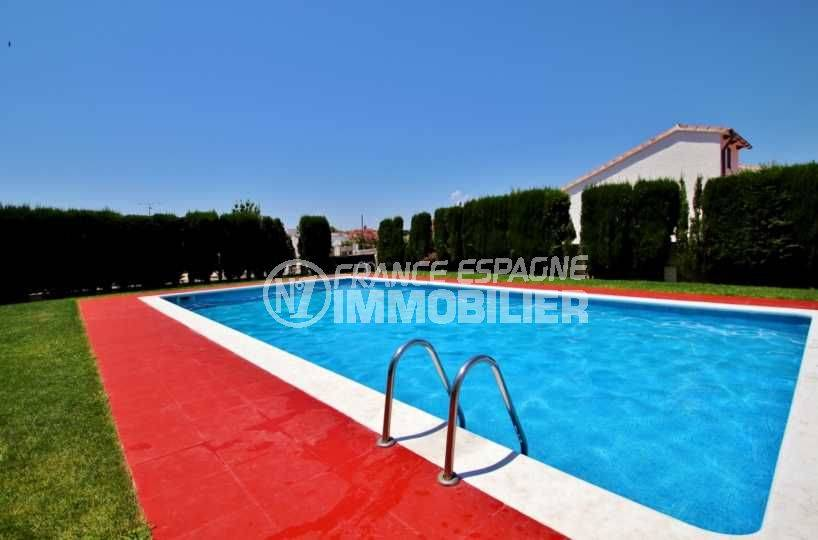 roses espagne: appartement ref.3666, vue plongeante sur la piscine