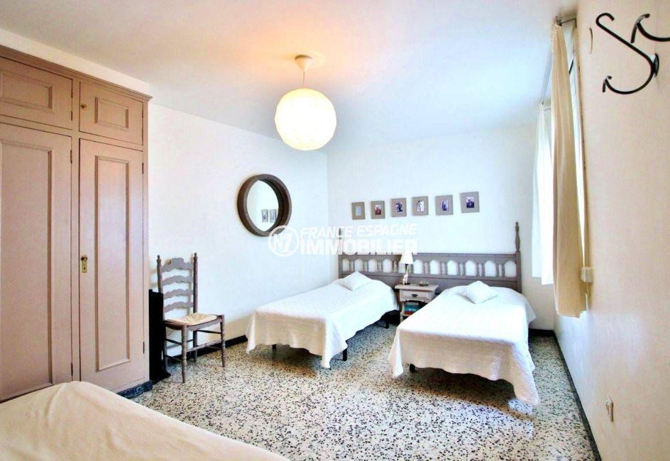 appartement a vendre rosas, ref.3679, deuxième chambre avec 2 lits simples et placards