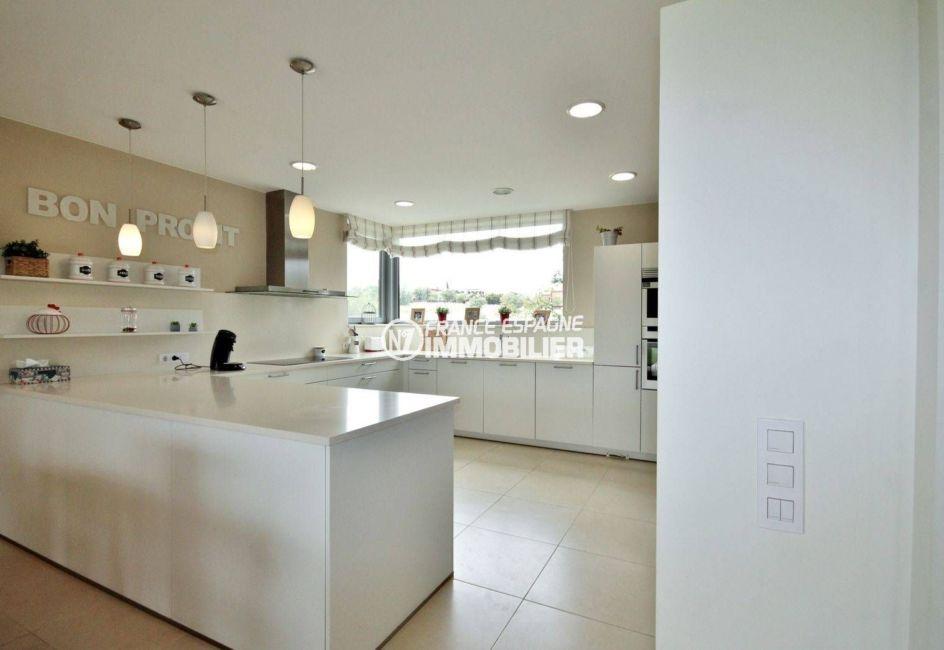 agence immobiliere costa brava espagne: ref.3682, cuisine américaine équipée