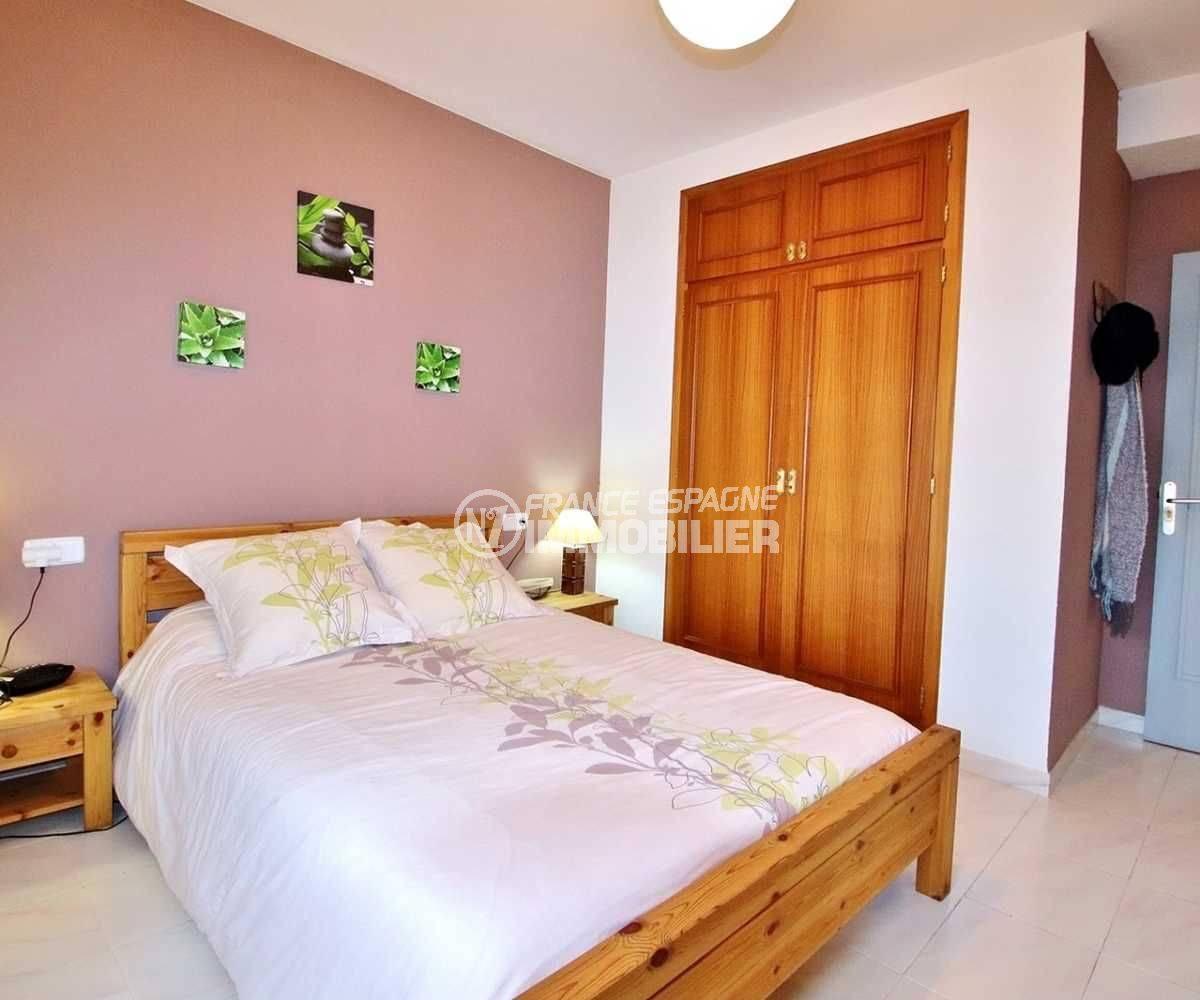 appartement a vendre rosas, ref.3664, quatrième chambre avec un lit double et placards