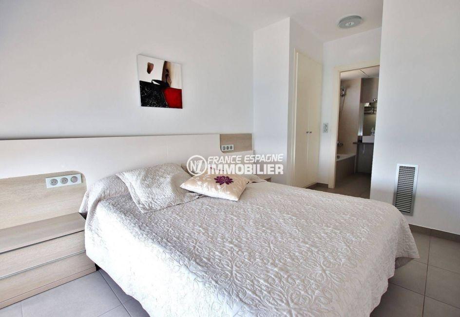 vente immobilière rosas: villa 216 m², suite parentale avec dressing et salle de bains attenante