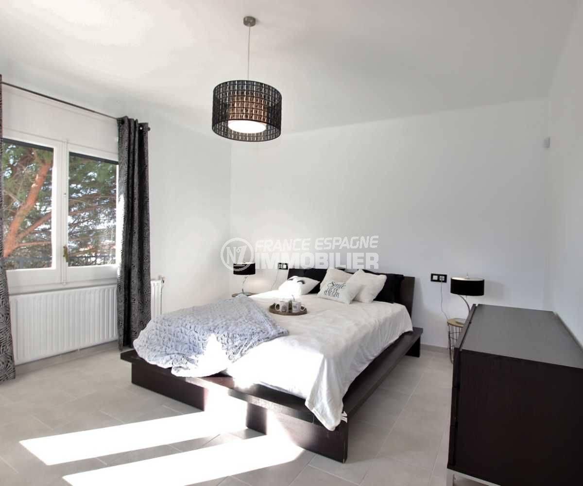 vente immobilier rosas espagne: villa ref.3512, chambre 1 avec un lit double et des rangements