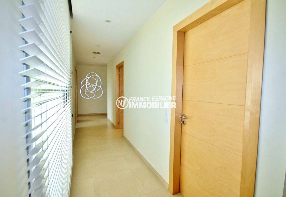 vente immobiliere costa brava: villa ref.3682, couloir qui dessert d'autres pièces