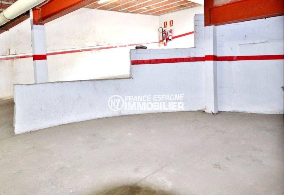 roses espagne: appartement ref.3679, aperçu du parking privé en sous-sol