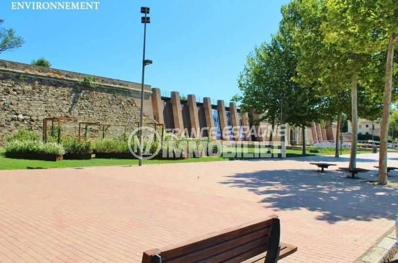 appartement à vendre costa brava, ref.3667, la citadelle historique aux alentours