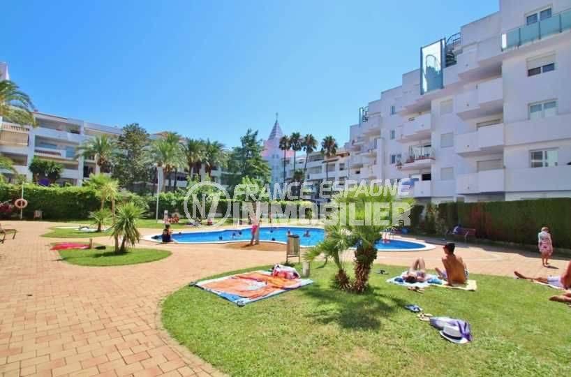 appartement costa brava, ref.3665, aperçu de la résidence avec piscine et jardin