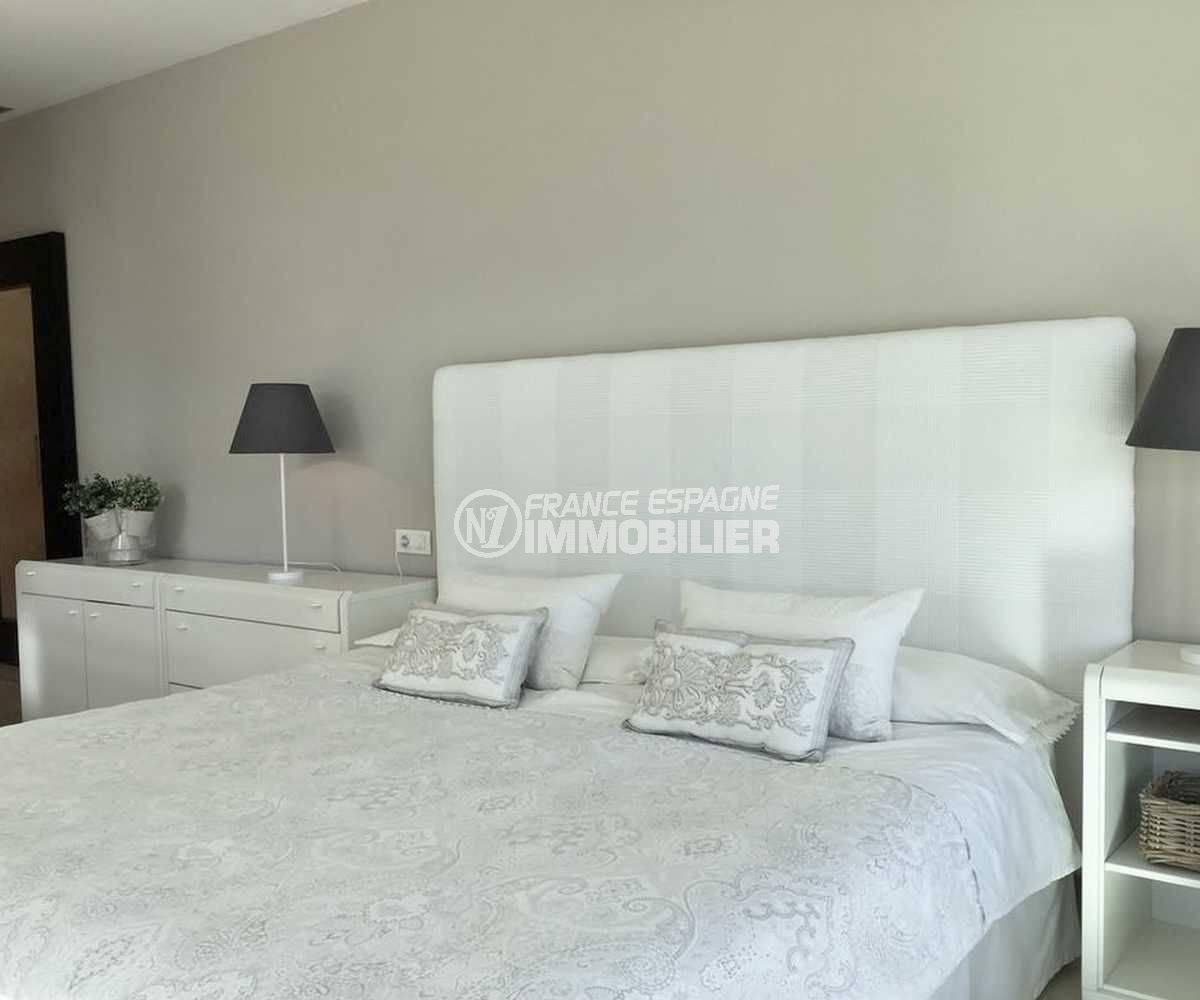 vente maison espagne costa brava, ref.3682, première chambre avec un lit double